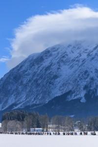Bad Mitterndorf, Steiermark, Oesterreich (Austria), 31.01.2015: Skilanglauf, 36. Internationaler Steiralauf, Bild zeigt Laeufer nach dem Massenstart ueber 25 und 50 km Freie Technik vor dem Grimming.